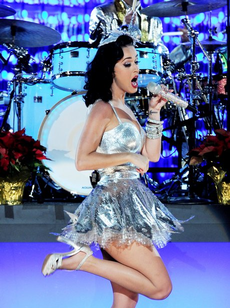 katy perry performing