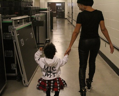beyonce holding blue ivy's hand