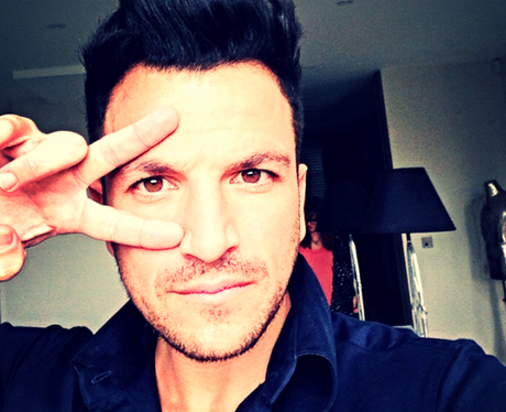Peter Andre taking a selfie
