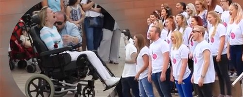 Man surprises wife with a flashmob canvas